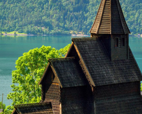 Biserici / Mănăstiri